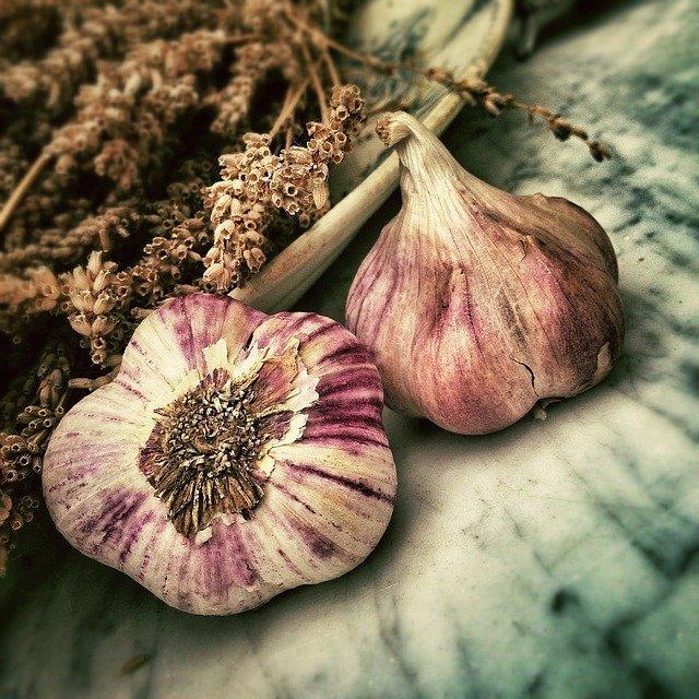 garlic 139659 640 - health